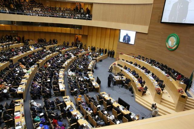 عرض رسالة ماجستير عن العلاقة بين الاتحاد الأفريقي والاتحاد الأوروبي في تسوية أزمات القارة الأفريقية