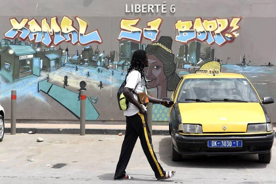 بأنامل مبدعة.. شوارع داكار السنغالية تنطق فنًّا