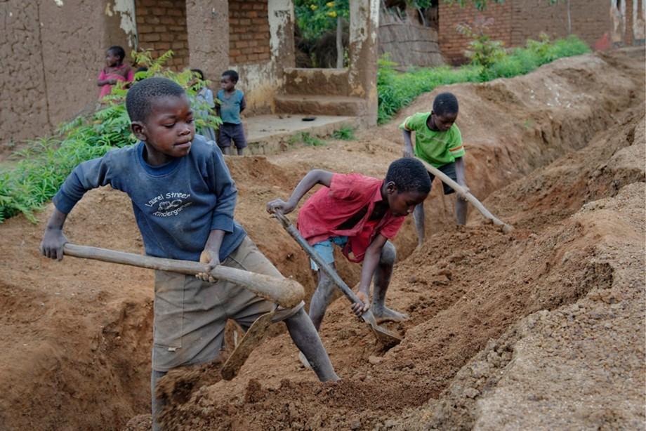 عمالة الأطفال في أفريقيا.. الأبعاد والآثار الاقتصادية ودور المنظمات الإقليمية والدولية
