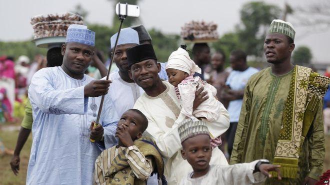 العيد في أفريقيا.. خير وفرحة و«عيدية»