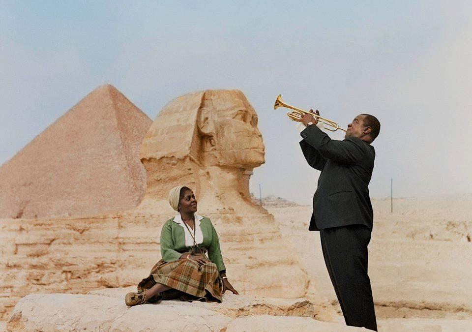 لويس أرمسترونج.. موسيقار روى حكايات الوجع الأسمر على أنغام الجاز