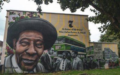 روي هاكيت.. «رجل الحافلة» الذي أنهى الفصل العنصري في مواصلات بريطانيا