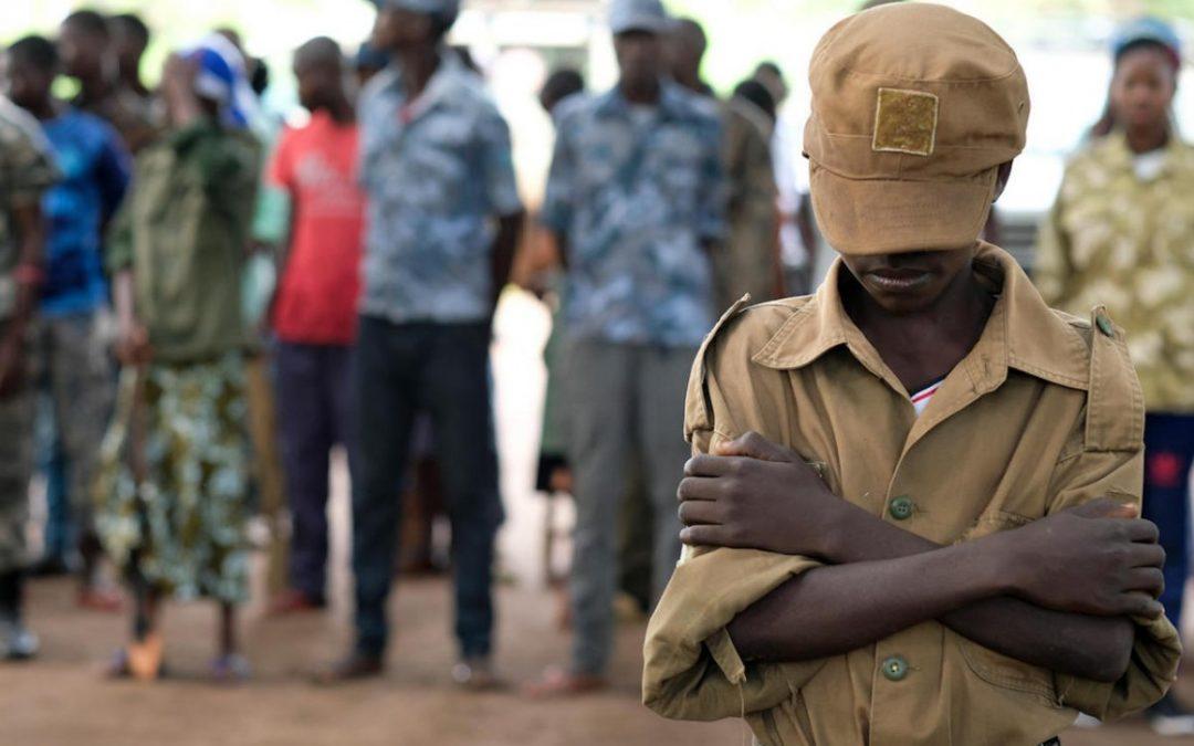الجنود الأطفال في أفريقيا: ضحايا أم جناة؟ (دراسة)