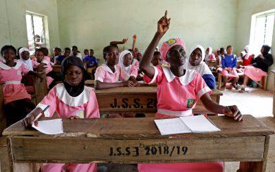 في سن الخمسين.. نيجيرية تلتحق بالمدرسة تمسكا بالأمل والحلم