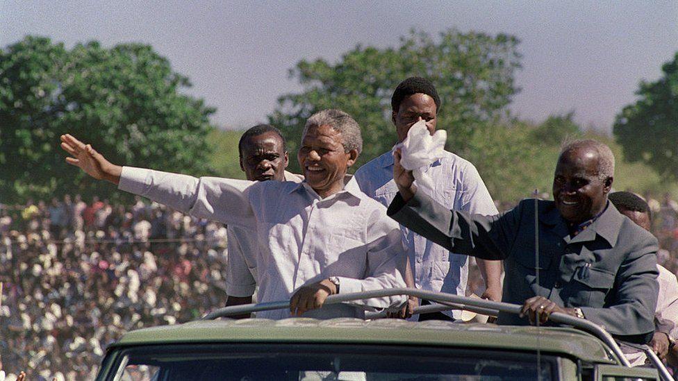 كينيث كاوندا.. مؤسس زامبيا وآخر زعماء الاستقلال الأفريقي الأحياء
