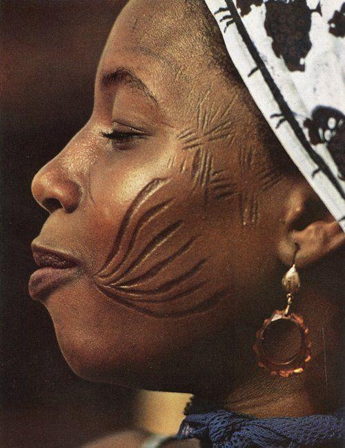 الندوب في الثقافة الأفريقية.. فن وبطاقة هوية ولغة لسانها جلد الإنسان