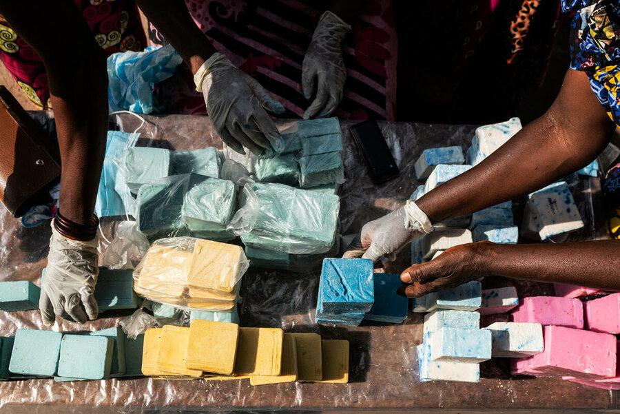 صناعة الصابون في الكونغو